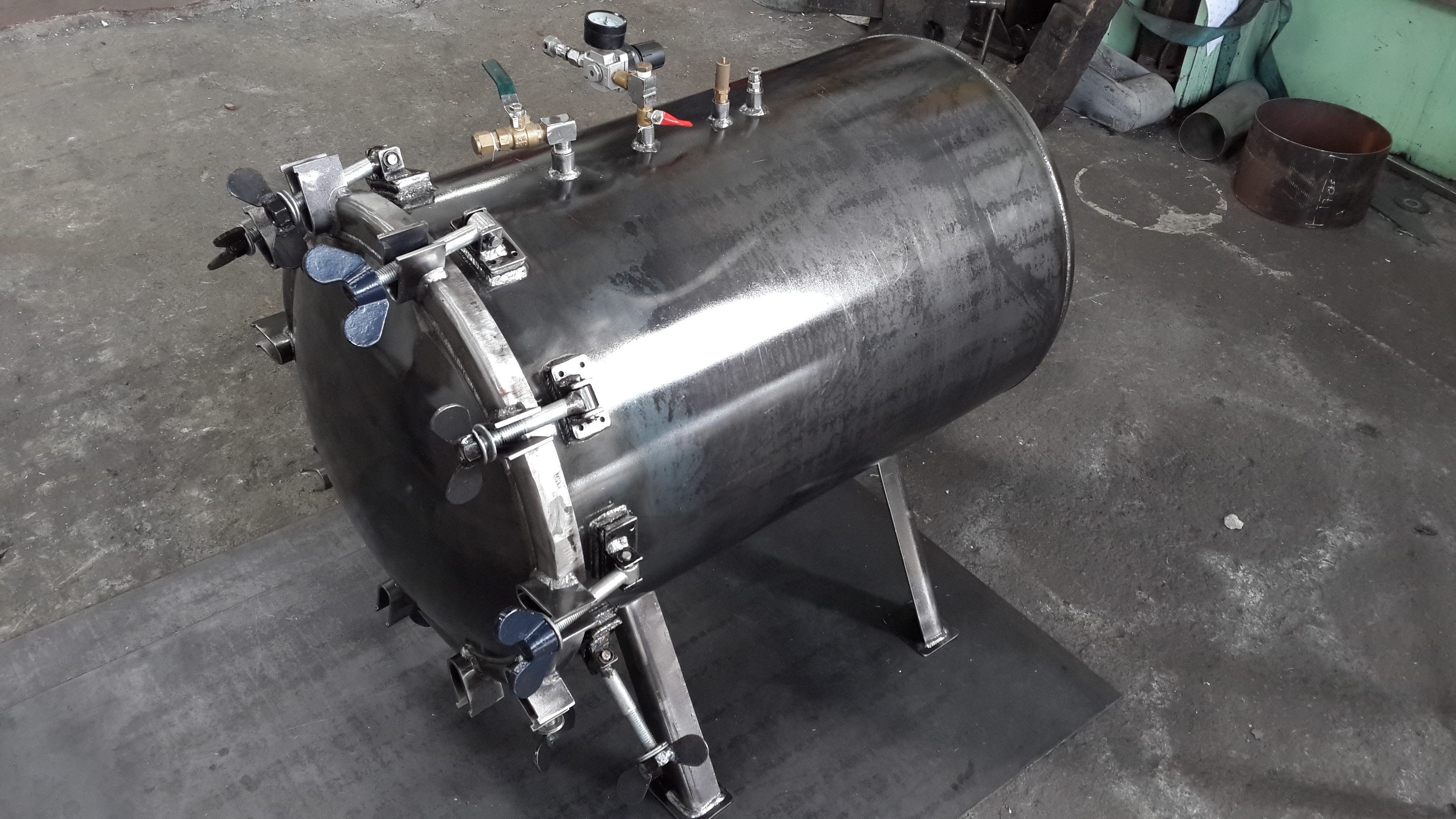 Tanque metálico presurizado para pintura